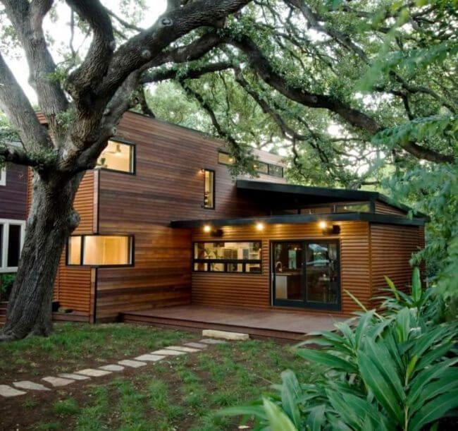casa con revestimiento exterior de madera