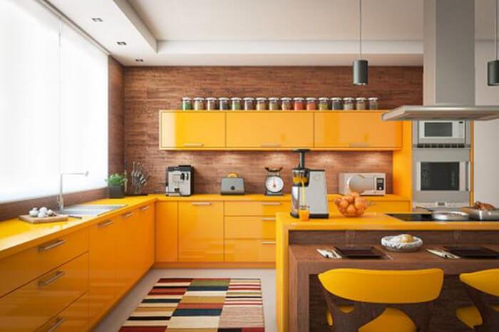cocina blanca y madera baldosa