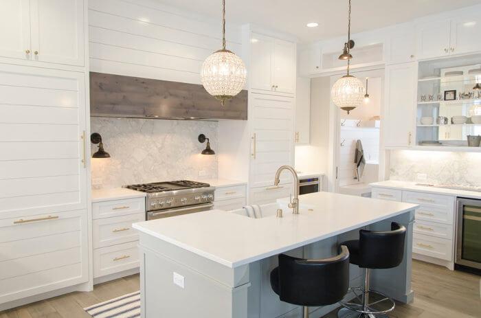 cocinas blancas y madera moderna