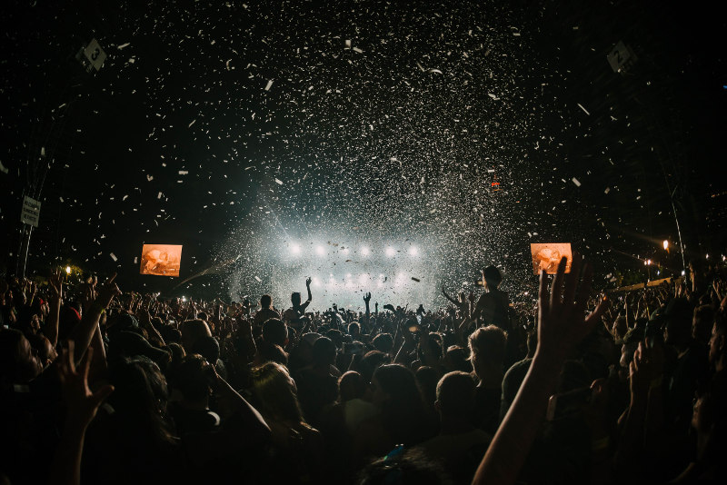 festivales_manos_arriba